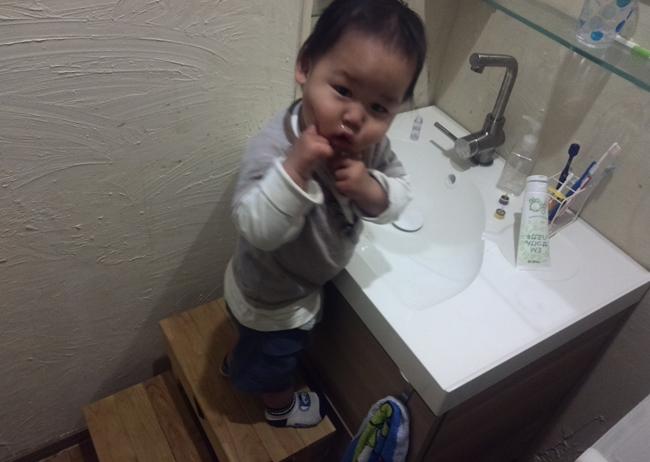 洗面所と息子