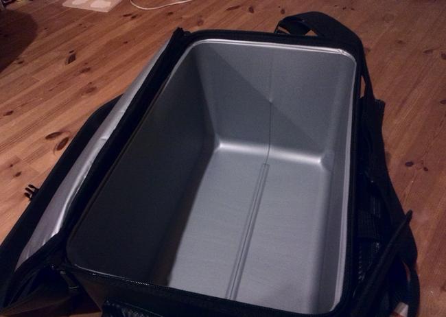 磯クールバッグの内部